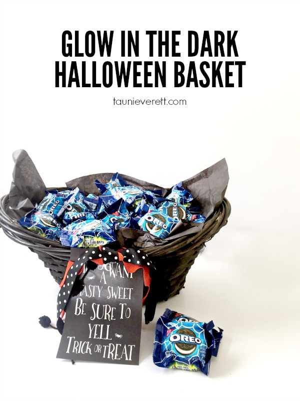 Glow in the dark halloween basket with fun printable trick or treat sign. This is the perfect thing for trunk-or-treat!