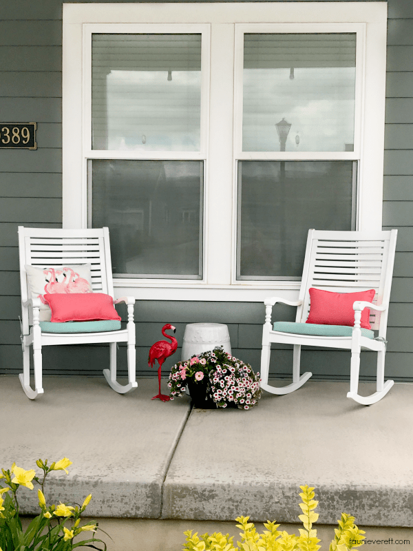 Flamingo Themed Summer Porch Ideas and Sources #flamingo #summer #porch #summerporch