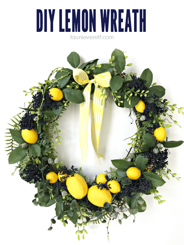 DIY Lemon Wreath. This pretty yellow wreath is perfect for bringing a little sunshine into your kitchen or home decor. #Lemon #Wreath #LemonWreath #YellowWreath