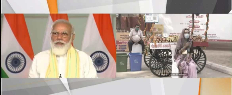 PM Modi interacting with a street vendor from Uttar Pradesh