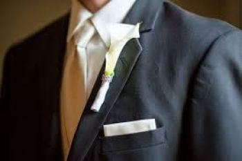 smoking na svadbu