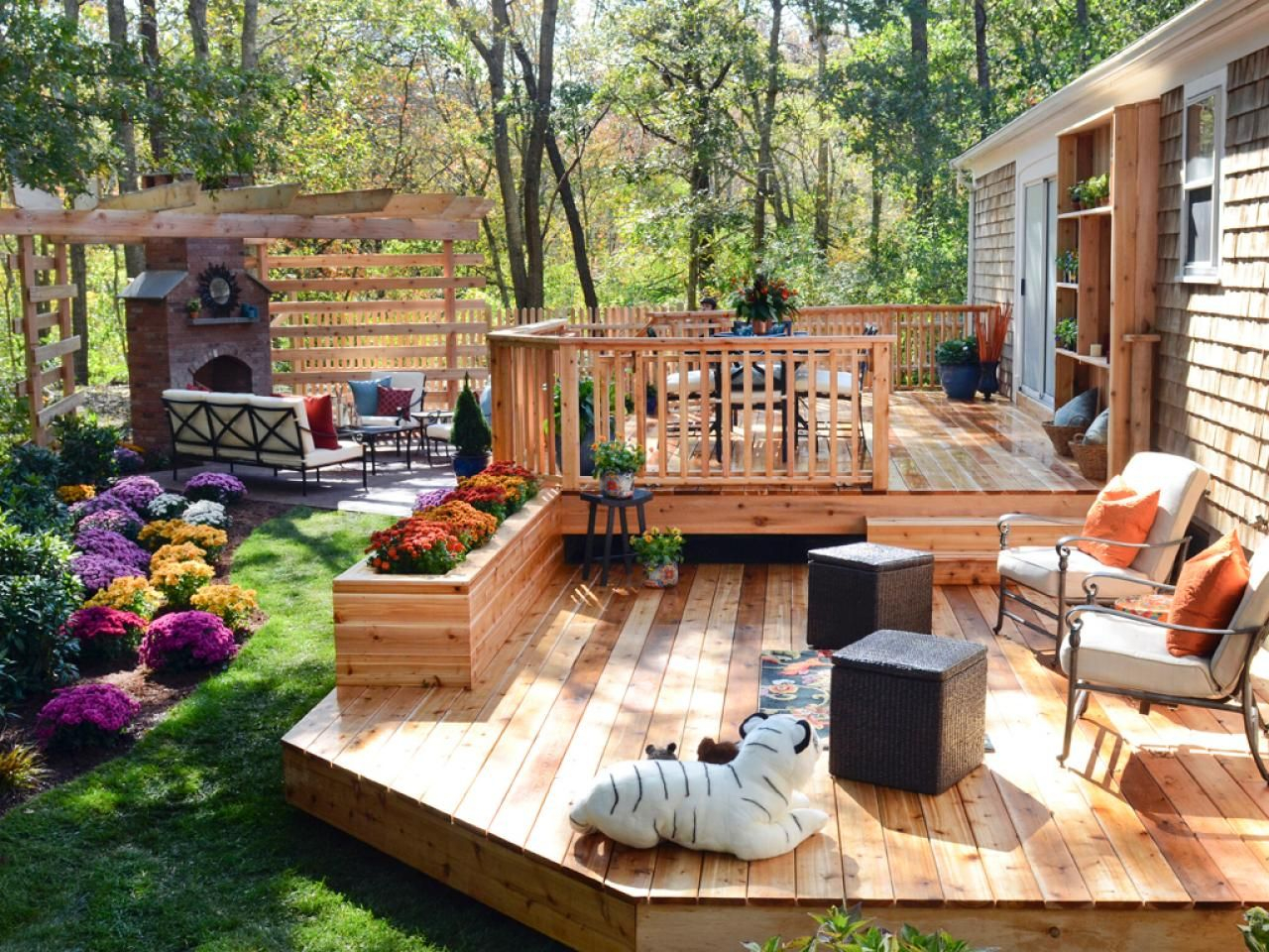 15 Before And After Backyard Makeovers Back Yard Jardines Pisos inside Hgtv Backyard Ideas