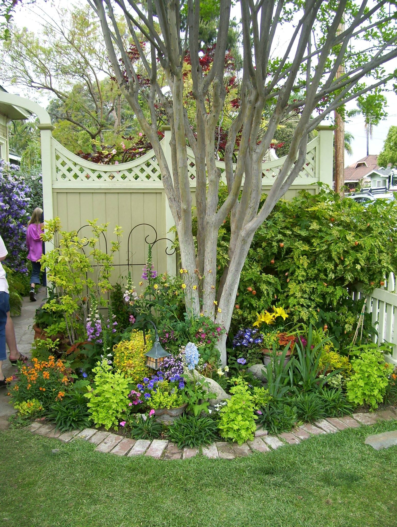 15 Ideas For Landscaping Around Trees with regard to 10 Some of the Coolest Concepts of How to Improve Trees For Backyard Landscaping