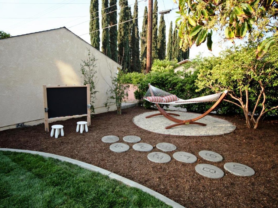 Great Backyard Ideas On A Budget Fascinating Cheap Twuzzer Modern pertaining to 14 Some of the Coolest Concepts of How to Improve Great Backyard Ideas On A Budget