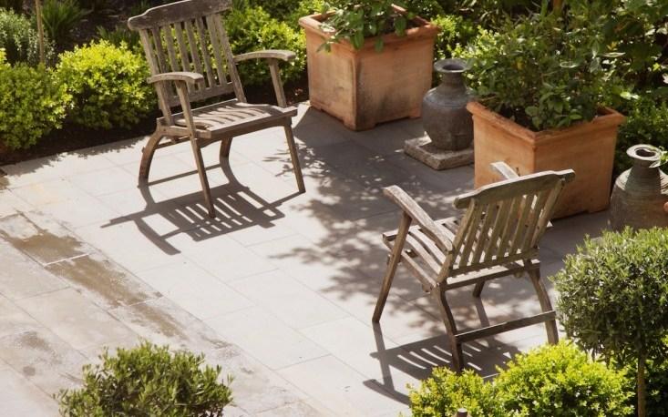 Low Cost Luxe 9 Pea Gravel Patio Ideas To Steal Gardenista in Gravel Backyard Landscaping