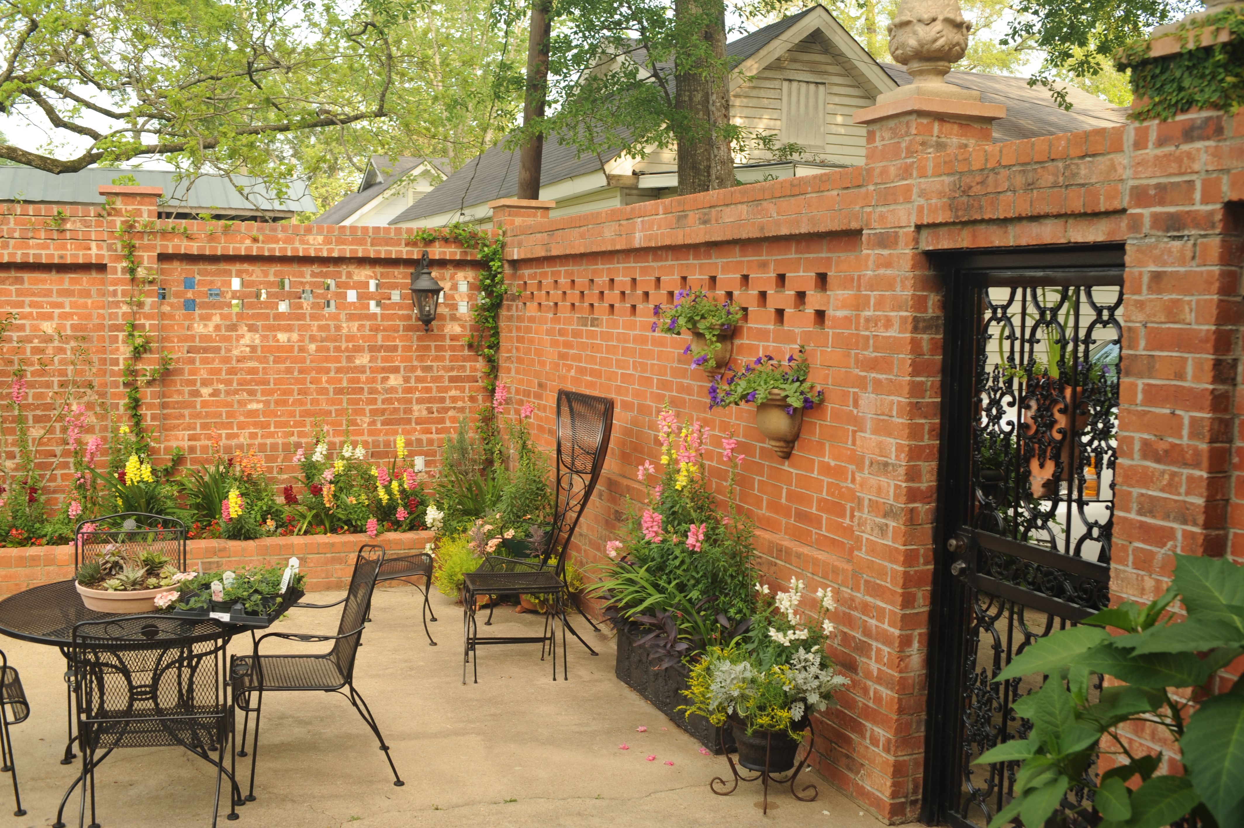 13 Clever Tricks of How to Make Backyard Courtyard Ideas ... on Courtyard Patio Ideas id=80045