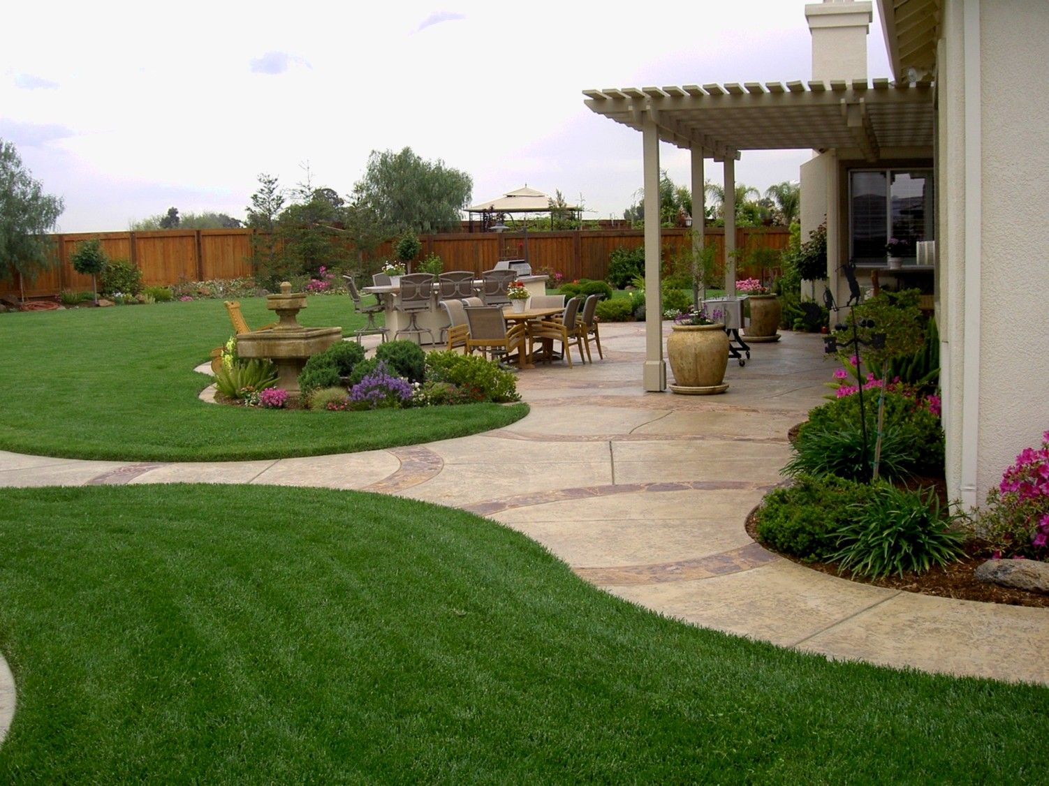Pin Socorro Barrios On Home In 2019 Large Backyard Landscaping within Big Backyard Ideas