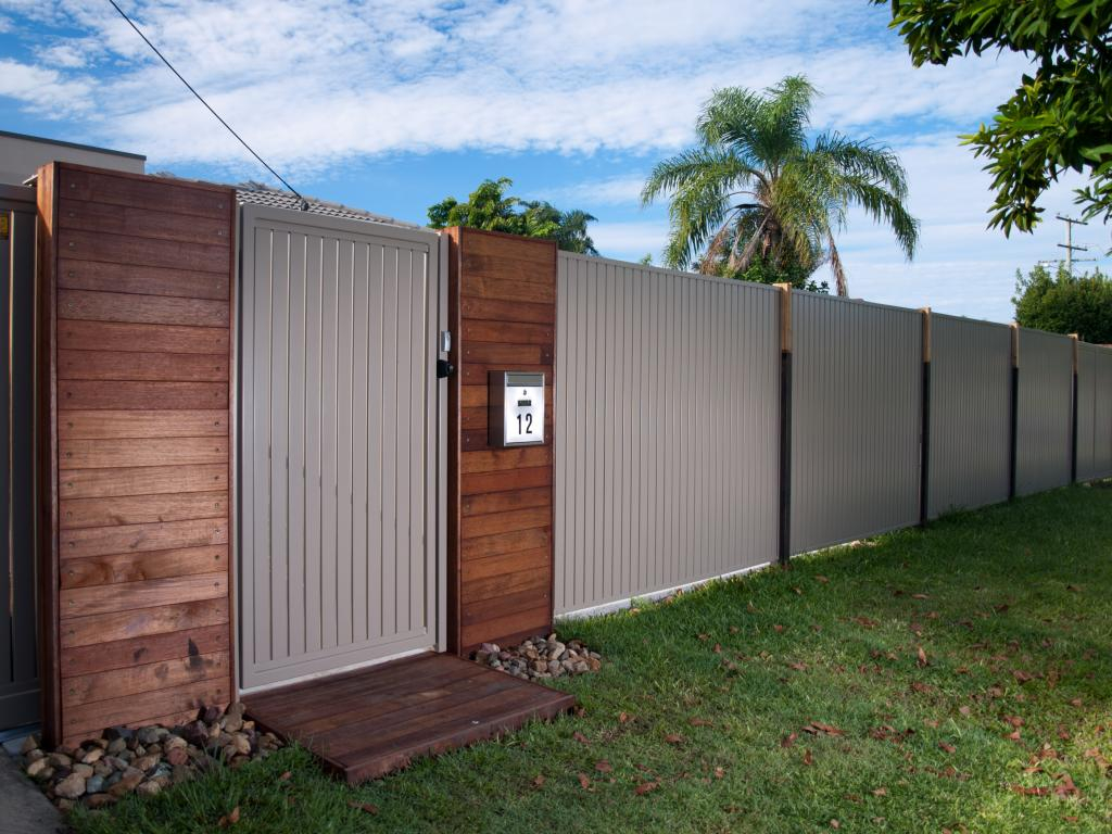 How Much Does Fencing Cost Per Metre Diy Fence Fence pertaining to How Much To Fence A Backyard