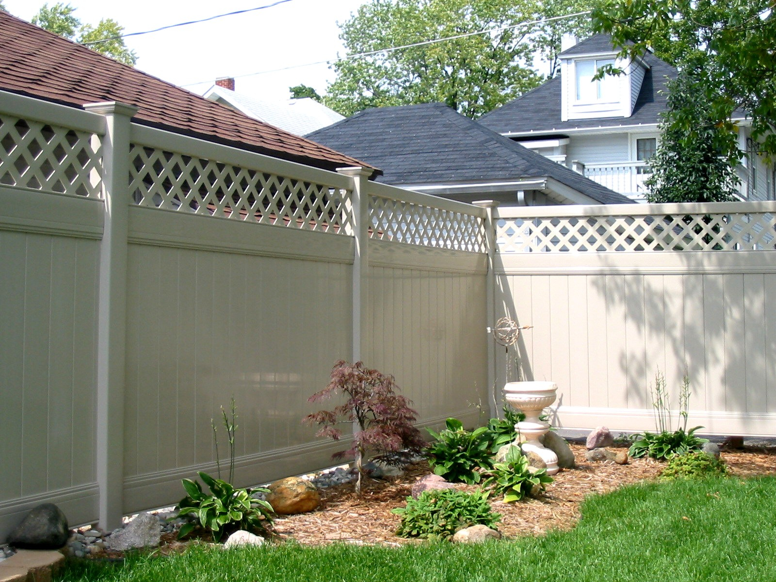 Privacy Fence Vinyl Fence For Securing A Private Yard Area For in Backyard Fencing Options