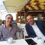 Having fun at breakfast with Ömer Mert Gülaçtı. Arkadaşımla sabah kahvaltıda eğleniyor ve dertleşiyoruz. Konu malum: Düşeş attım yek geldi :)