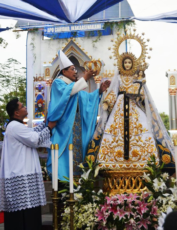 NUESTRA SENORA DE LA CARIDAD CELEBRATION. Nueva Segovia Archbishop Marlo Peralta bestows the crown on the head of Nuestra Senora de la Caridad during a Eucharistic mass held in front of the Bantay Parish Church in commemoration of the 60th Jubilee Celebration in honor of the patron saint of Bantay on January 12, 2016. The celebration was attended by government officials, priests, lay leaders, and devotees.