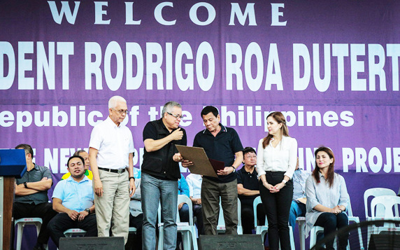 P3 MICRO-FINANCING FUND LAUNCHED IN TACLOBAN. President Rodrigo Duterte (middle right), along with Department of Trade and Industry Secretary (DTI) Ramon Lopez (middle left), Housing and Urban Development Coordinating Council (HUDCC) Secretary Jun Evasco (leftmost), and Mayor Cristine Gonzales Romualdez (right) led the ceremonial launching of the Pondo sa Pagbabago at Pag-asenso (P3) on January 25 in Tacloban. The microfinancing program for micro, small and medium enterprises (MSMEs) is part of the Administration's commitment to help eradicate poverty, and promote business and employment among Filipinos. (DTI Photo