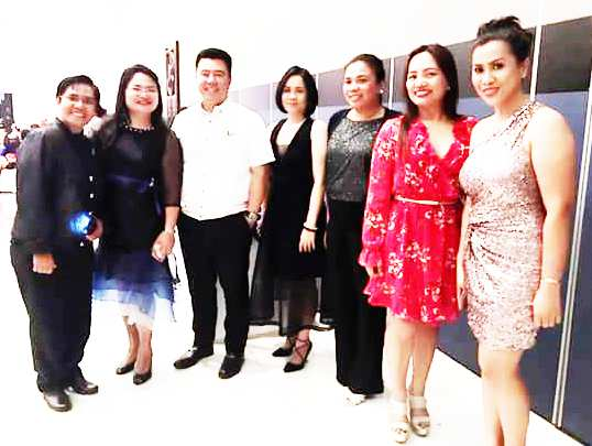 THE GOVERNOR AND THE LADY JUDGES. Ilocos Sur women judges take time out from their busy sked to pose with Ilocos Sur Governor Ryan Luis Singson (3rd from left) during the 22nd Philippine Women Judges Association (PWJA) Annual Convention and Seminar held at the Vigan Convention Center, Vigan City, Ilocos Sur on March 8 to 10, 2017. (From left: Judge Marita B. Balloguing, Judge Vida Adviento Cortez-Jimeno, Gov. Ryan Singson, Judge Gina Juan-Chan, Judge Leah Agripina Ramirez-Florendo, Judge Kristy Ann Q. Cac- Rivera, and Judge Geraldine B. Ramos) (Photo from the phone of Judge Geraldine B. Ramos)