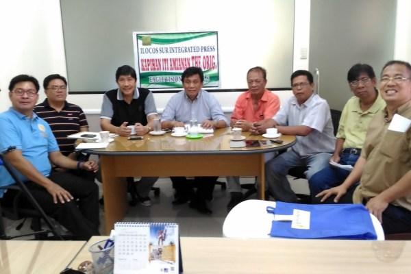 Mayor Edgar Rapanut with members of ISIP (photo by Edward Antonio)