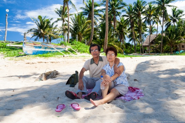 Daddy and mamang in Pagudpud (photo by Jasper Espejo)