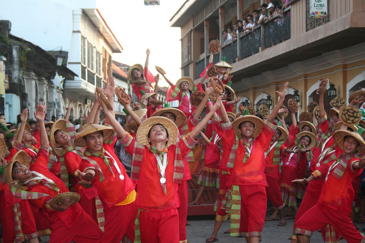 Longganisa Street Dancing Competition 2012 (photo by Salvador A. Espejo)