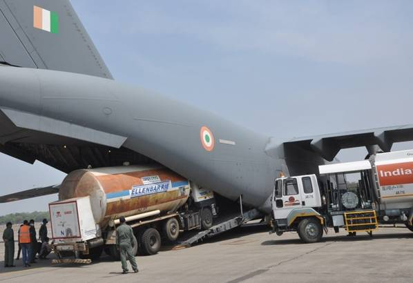 Indian Air Force airlifts 900 oxygen cylinders from Britain