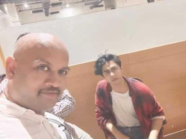 NCB clarifies man in viral selfie with Aryan Khan not an NCB employee