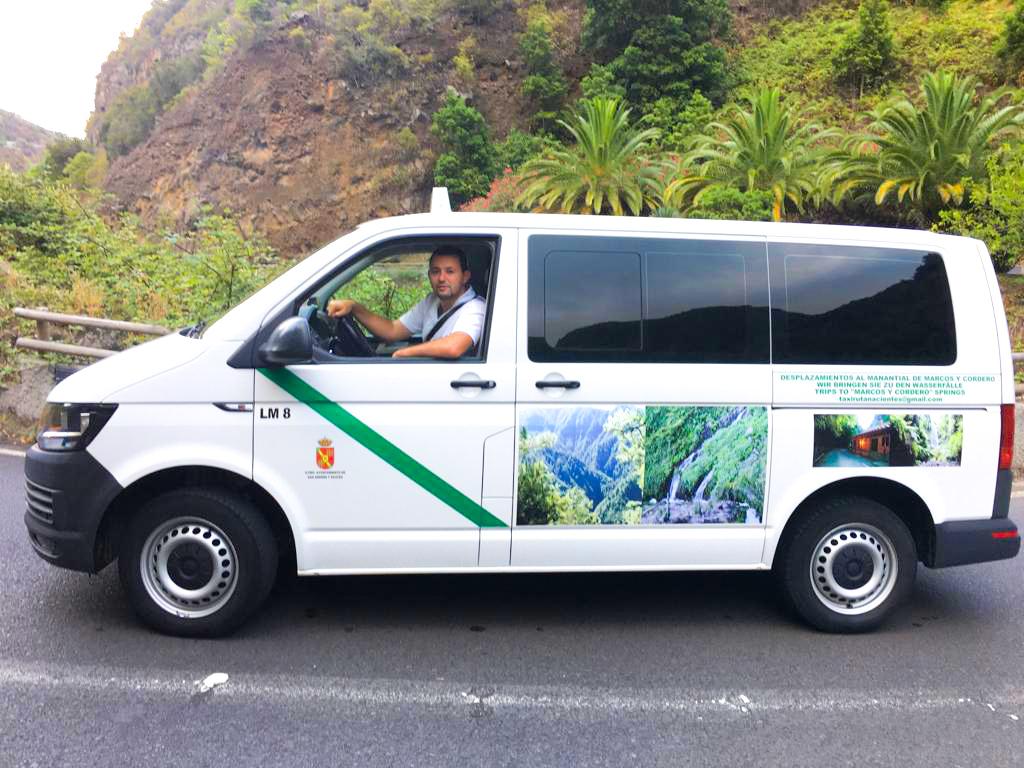 Carlos con su Servicio de Taxi en el Norte de La Palma · Desplazamientos en taxis de 8 plazas hasta el sendero de Marcos y Cordero