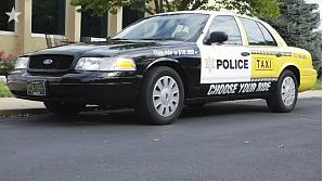 Наполовину такси, наполовину полицейский автомобиль – это предостережение водителям