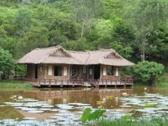 Chùa Huyền Khồng một trong những địa điểm tâm linh thu hút khách du lịch