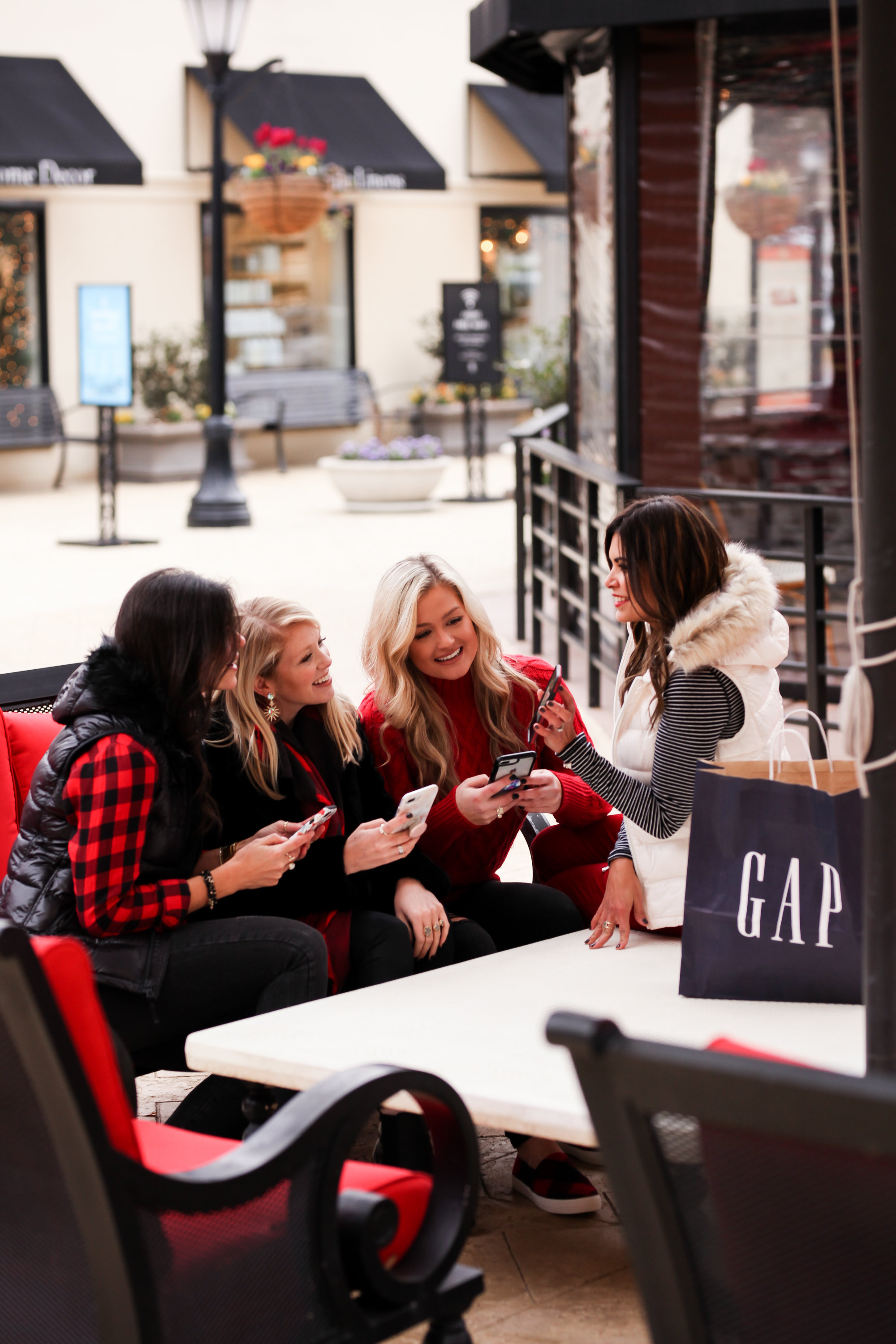 84057148961e tayloringstyle - Holiday Style with Gap   Kendra Scott