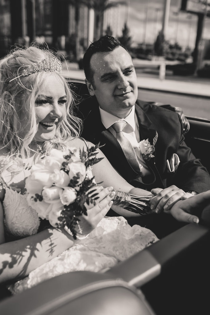 Taylor Made Photography photographs couple eloping in Las Vegas