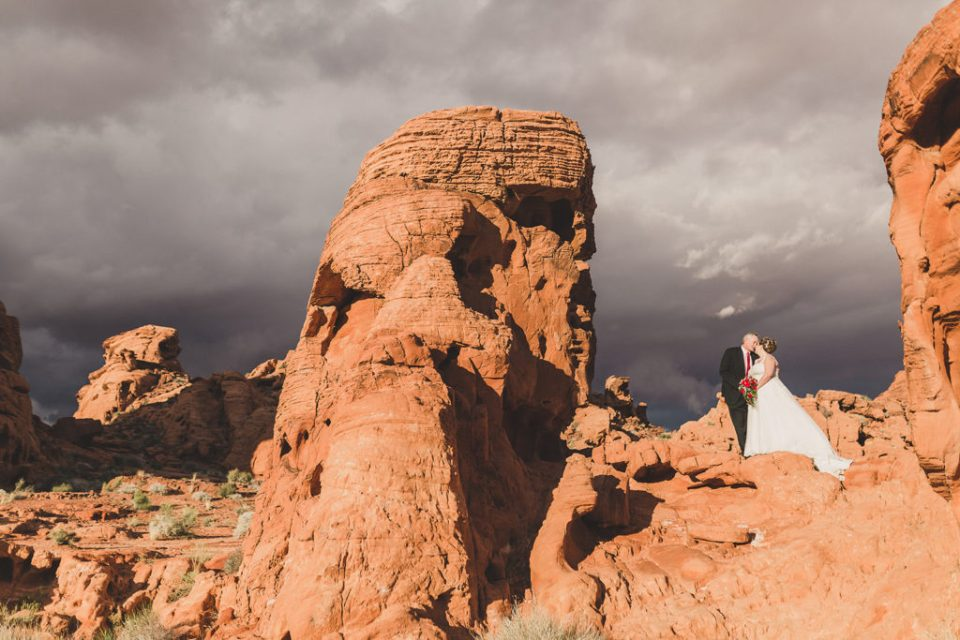 Taylor Made Photography captures dramatic wedding portraits in Las Vegas