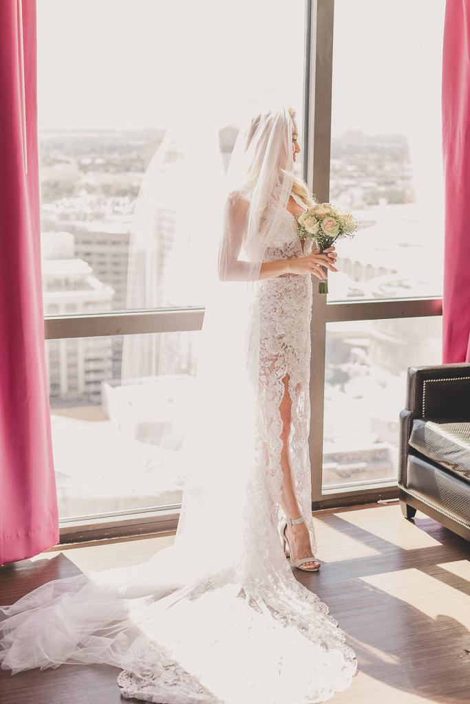 classic Las Vegas elopement photographed by Taylor Made Photography