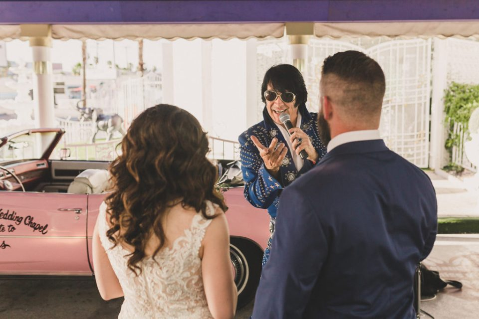 Elvis impersonator sings to newlyweds in Las Vegas with Taylor Made Photography