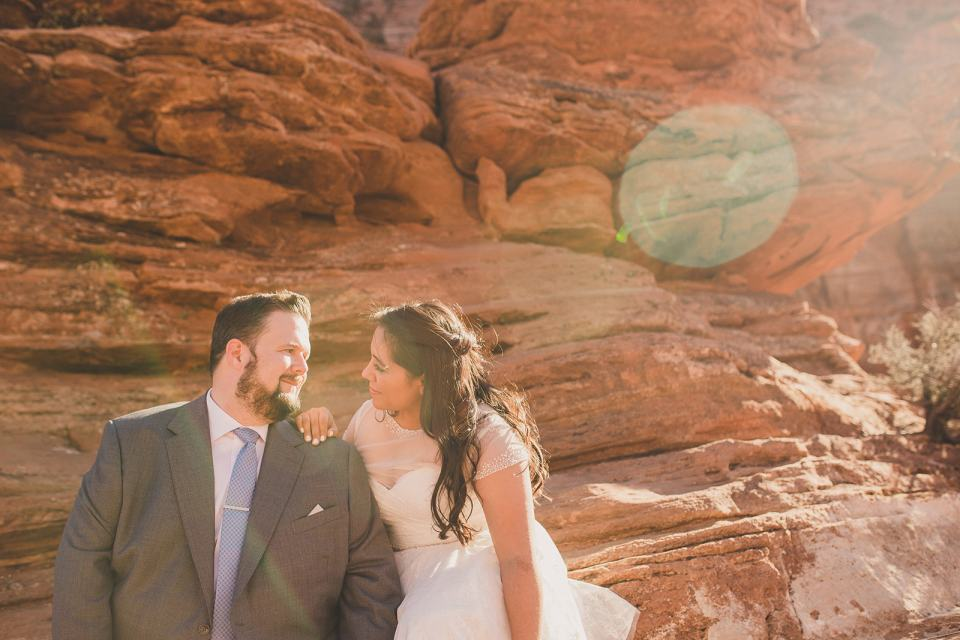Taylor Made Photography photographs newlyweds in red rocks