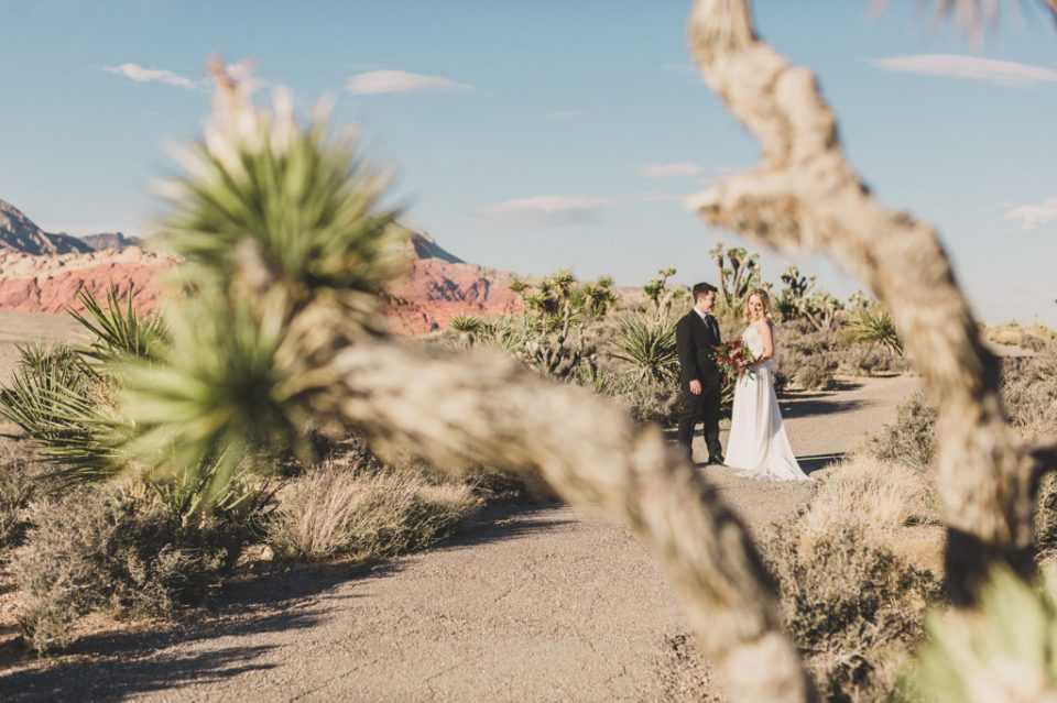 bride and groom prepare for intimate wedding day in Las Vegas