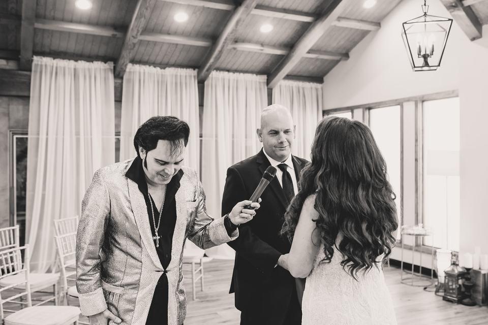Elvis dances during wedding ceremony in Las Vegas