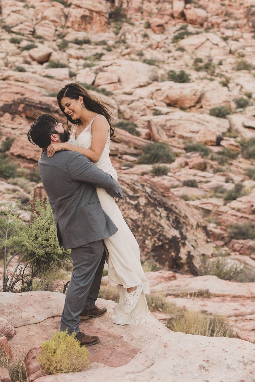 bride and groom elope in Las Vegas