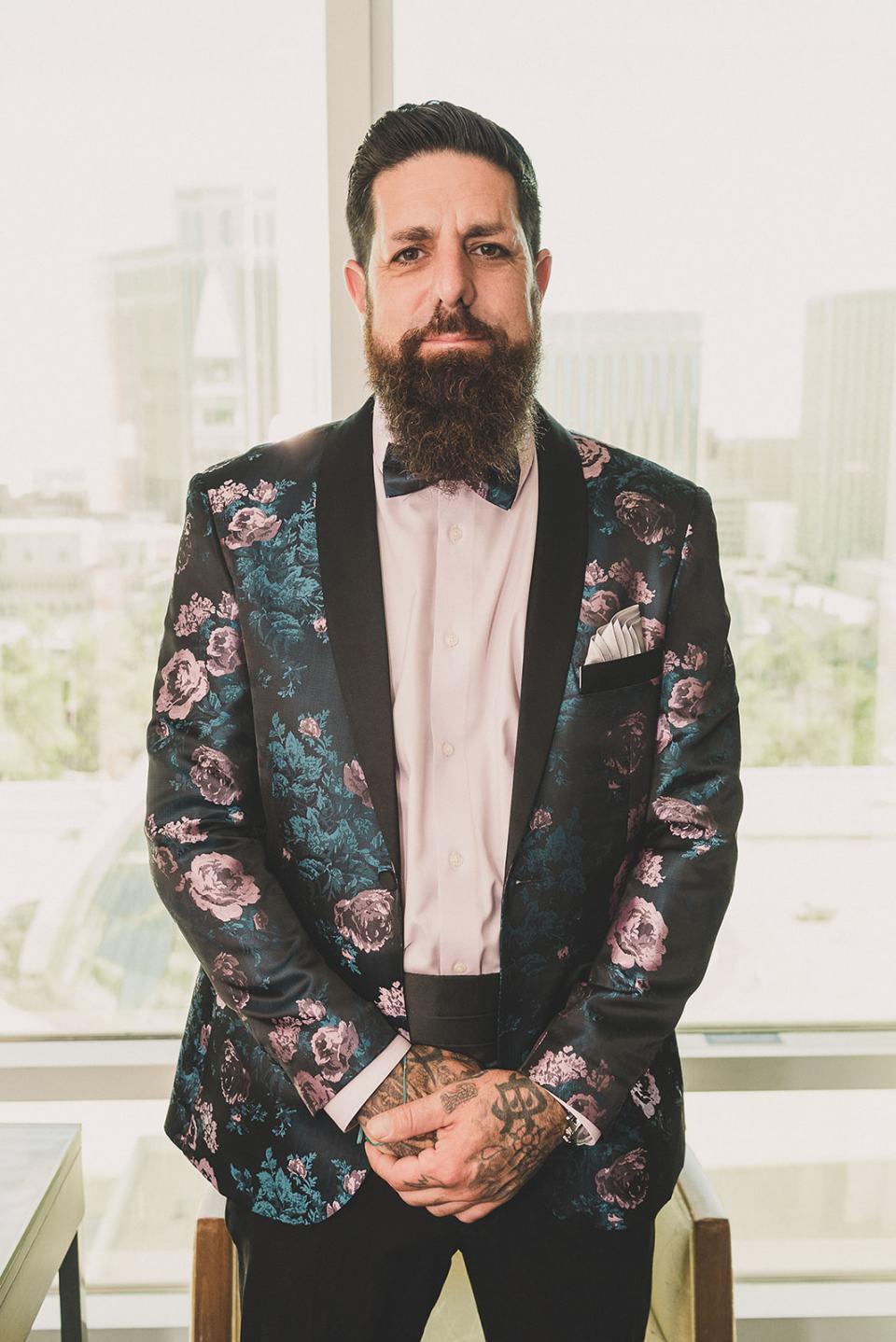 groom in custom suit jacket poses before Las Vegas wedding
