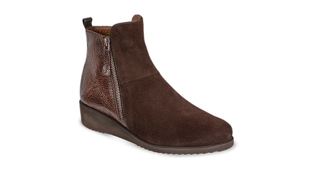 Ladies casual Boot with zip