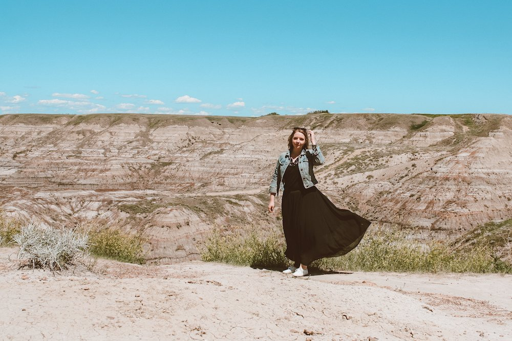 Taylor stands in front of Horsethief Canyon in Drumheller badlands, Alberta