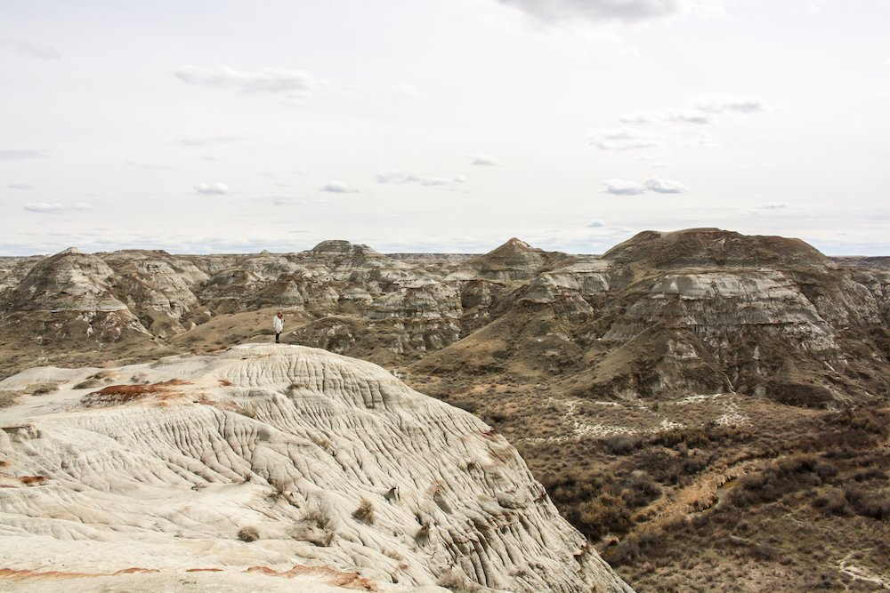 Wide angle photo of dinosaur provincial park in alberta