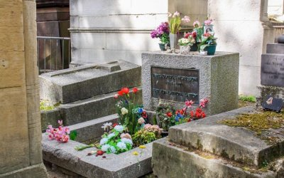 How to Visit Jim Morrison's Grave in Paris (Respectfully)