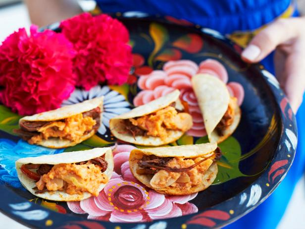 original_camille-styles-fiesta-party-ropa-vieja-tacos_h-jpg-rend-hgtvcom-616-462