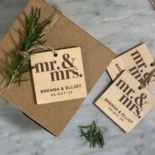 Mr & Mrs Design Rustic Wood Gift tags