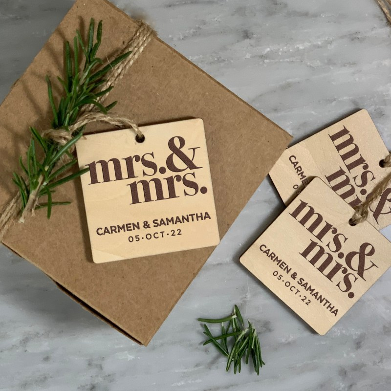Mrs & Mrs Design Wood Gift Tags