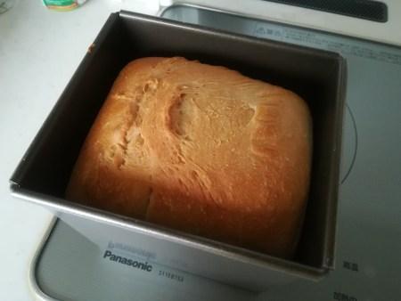 過発酵のまま焼いたパン