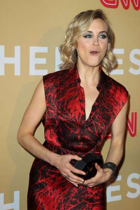 Taylor-Schilling--CNN-Heroes-2015--06