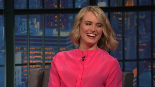 Taylor Schilling Does Her Best Boston Accent - Late Night with Seth Meyers.mp4_20160110_132110.883