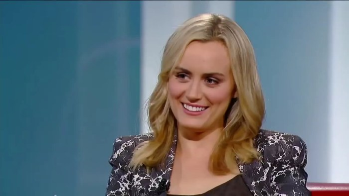 Taylor Schilling on George Stroumbouloupoulos Tonight.mp4_20160129_160800.709