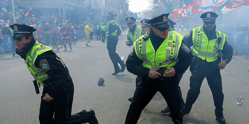 Boston Marathon Anschlag . Bombenexplosionen Beim Marathon Drei Tote Bei Anschlag In Boston Taz De
