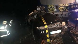 FOTO O tanara de 21 de ani din Arad a murit in Ajunul Craciunului. Masina BMW pe care o conducea a fost spulberata de tren