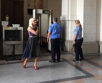 Noul judecator al Elenei Udrea, nemultumit ca avocatii lipsesc de la termene. Procesul a fost amanat pentru lipsa de aparare