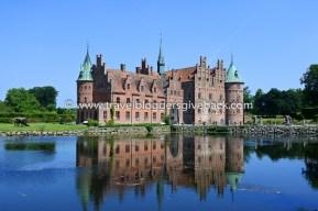 13 - Egeskov, Tanska Lähtöportti Egeskov, Tanska: Tanskassa Fynin saarella sijaitseva Egeskovin linna jäi mieleen yhtenä viime kesän reissujen parhaista kohteista. Laajassa puutarhassa riittää monipuolisesti nähtävää kaikenikäisille. Kuvasta ei välttämättä huomaa, että linna koostuu kahdesta erillisestä rakennuksesta